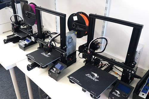 3x Creality Ender 3 3D printers